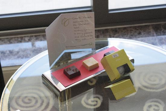Sheraton Amman Al Nabil Hotel: Welcome Chocolates with a Handwritten Card. Nice!