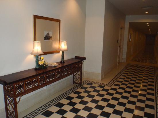 Raffles Grand Hotel d'Angkor: Corridor