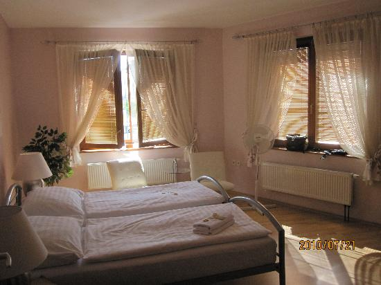 Valtice, Czech Republic: Penzion Prinz Apartment Bedroom