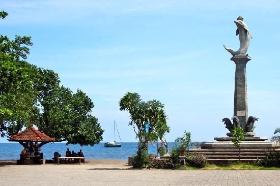 Kaliasem, อินโดนีเซีย: At Lovina Beach