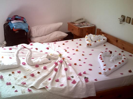 Ali Baba Hotel : beautifully made bed xxx