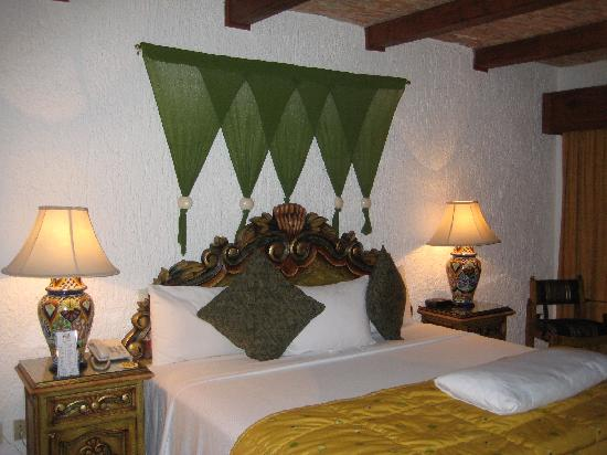 La Mansion del Sol: King-size bed