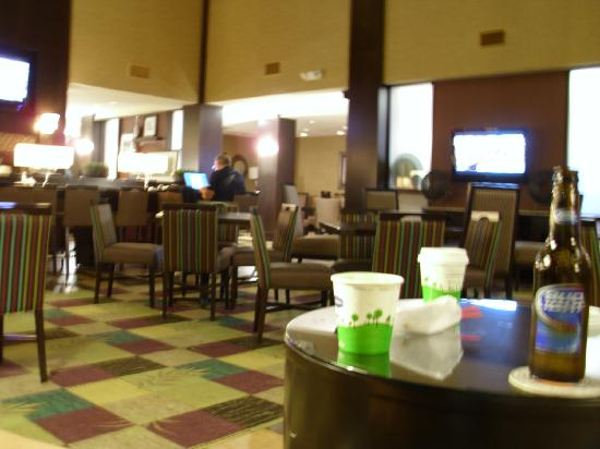 Yonkers, نيويورك: lobby