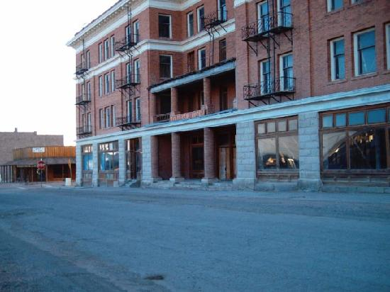 Santa Fe Motel and Saloon: the haunted goldfield hotel