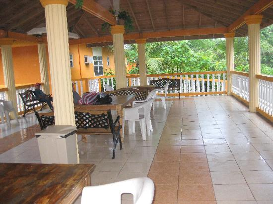 Seagrape Plantation Resort: The patio of the hotel
