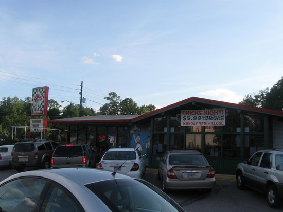 Auburn, AL: Niffer's exterior from parking lot.