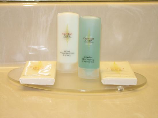 Comfort Inn Rockford: Bathroom goodies