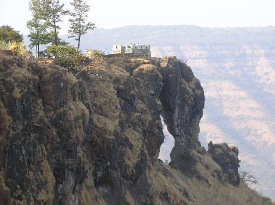 Mahabaleshwar, Hindistan: Needle hole or Elephants head point