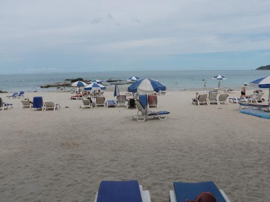 Chaweng Noi beach, Koh Samui, north end where Samui First House Hotel have their sunbeds_21July2