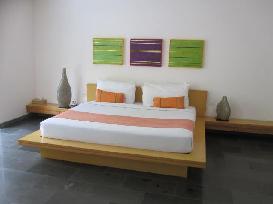 Bali Island Villas & Spa: Bed