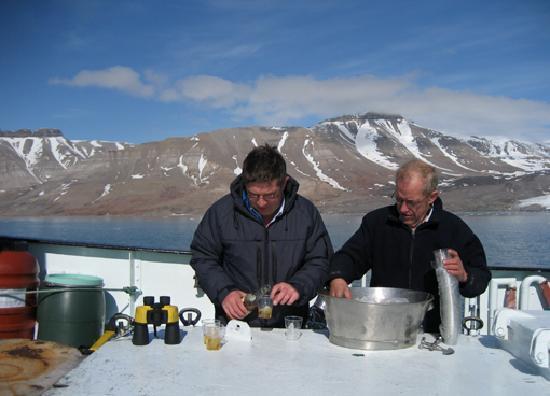 Pyramiden: Whisky auf Gletschereis