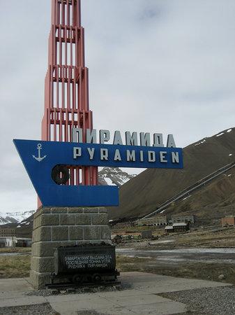 Spitsbergen, Norvège : Das Denkmal mit der letzten geförderten Kohle