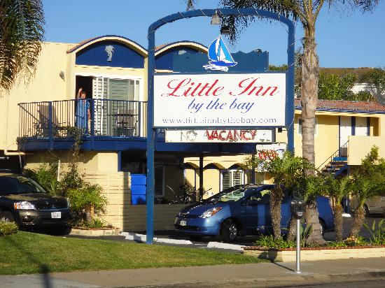 Little inn By The Bay: Waving Girl