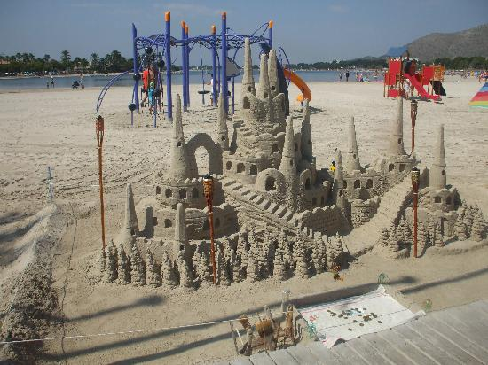 BelleVue Club: beautiful beach, sandcastle this man made.