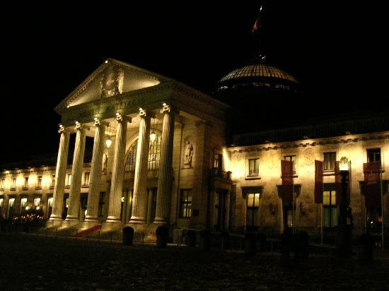 Wiesbaden, Duitsland: at night