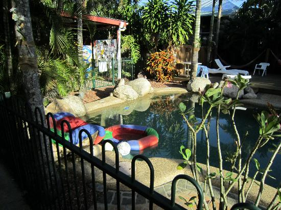 Travellers Oasis Backpackers: Go for a splash!