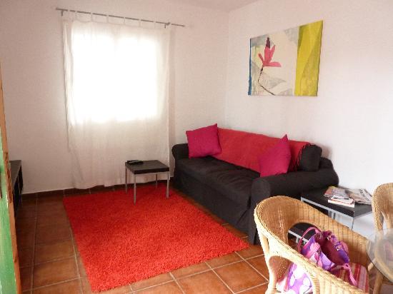 Club Valena: front/living room