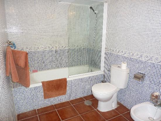 Club Valena: bathroom