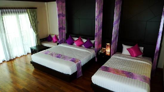Aonang Phu Petra Resort, Krabi: The inside of our villa - got a sofa at the corner near the door
