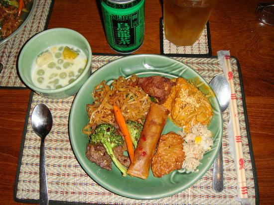 バーン タイ, スープ・おやつ・肉・野菜・ごはんがそろいます。