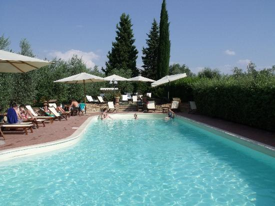 ‪‪Montespertoli‬, إيطاليا: Inviting Pool Area - Le Torri‬