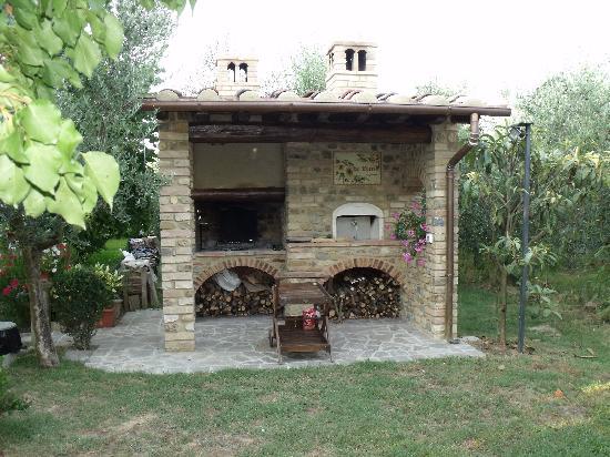 Villa Le Torri: BBQ area - Le Torri