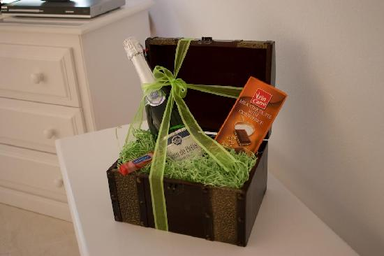 Anastasis Apartments: Little gift box upon arrival!