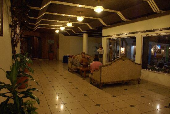 Silver Springs Hotel: La réception d'un autre angle de vue