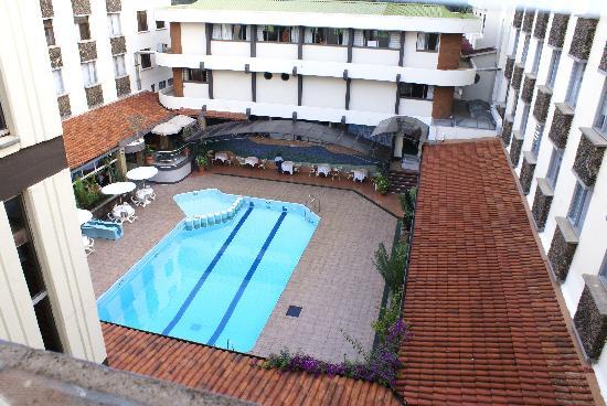 Silver Springs Hotel: La piscine vu de la chambre