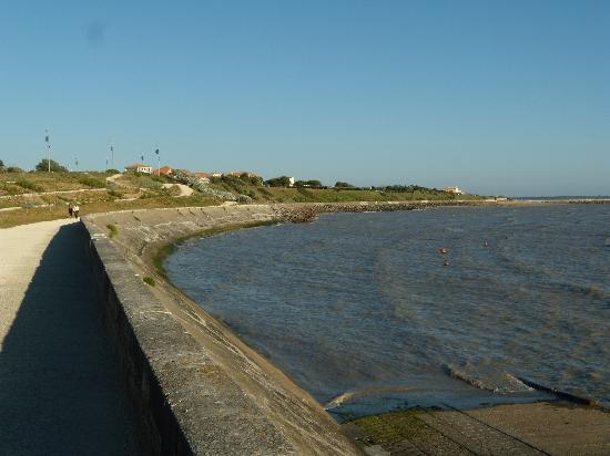 Ibis La Rochelle Chatelaillon : The missing beach