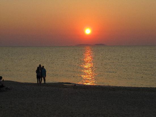 Acharavi Beach Hotel: Coucher de soleil