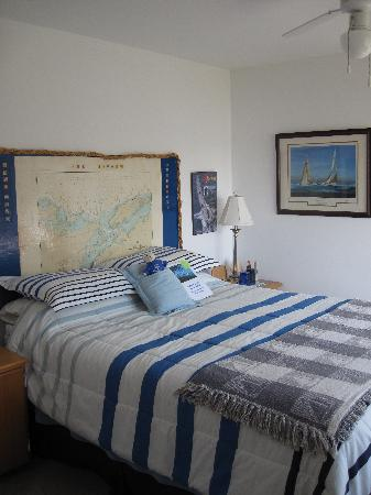 Sea Kindly Bed & Breakfast: This is the Bunk and Bow Knots room