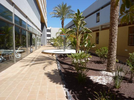 IBEROSTAR Playa Gaviotas Park: Vers le spa