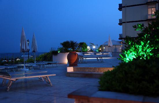 Hotel Tritone: pool area 2