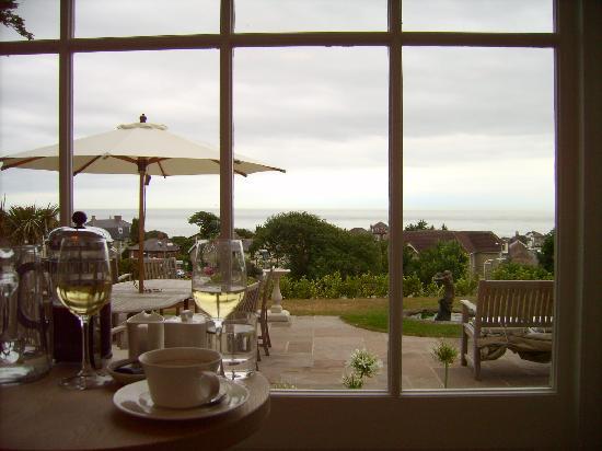 Hillside Hotel: Blick aus dem Wintergarten