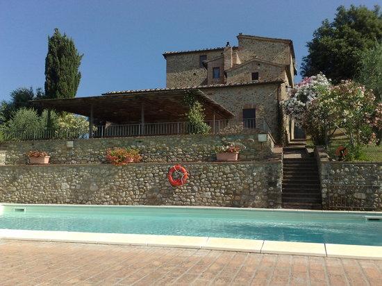 Castelnuovo Berardenga, Italia: Veduta degli appartamenti di Porgo dalla piscina