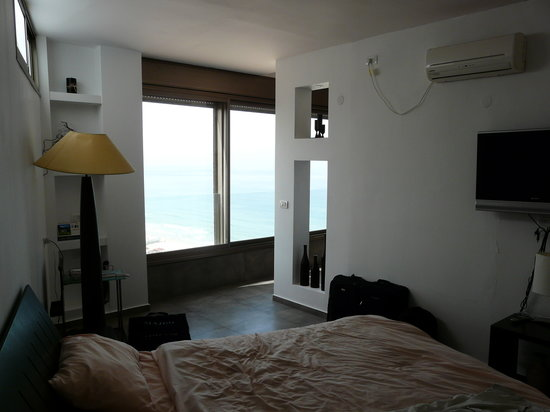 Colony Beach Bat Yam Apartments