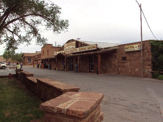 Cameron Trading Post Grand Canyon Hotel: shop view