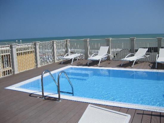Hotel Amarcord Misano: Vista ultimo piano-piscina