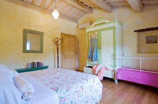 Villa Giulia: An apartment's bedroom