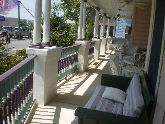 Bewitched & BEDazzled Bed & Breakfast: Front porch