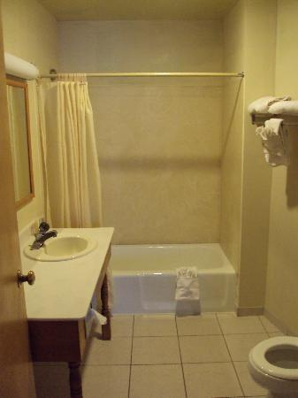 Three Rivers, CA: bath room