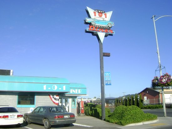 Highway 101 Diner: diner sign