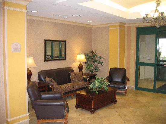Holiday Inn Express & Suites Florence I-95 & I-20 Civic Ctr: Lobby