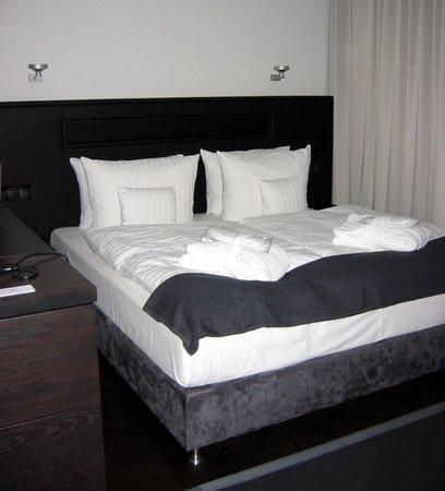 niXe Hotel: Bett