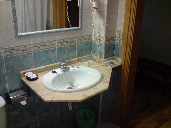 Urban Monteblanco Hotel by Eurotels: Otra del baño