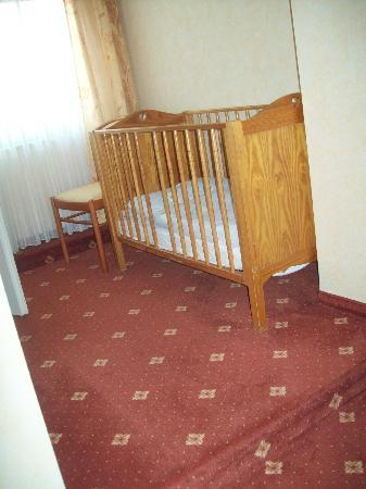Elmpt, Almanya: My 'single' room (cot)