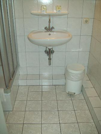 Elmpt, Germany: Bathroom 1