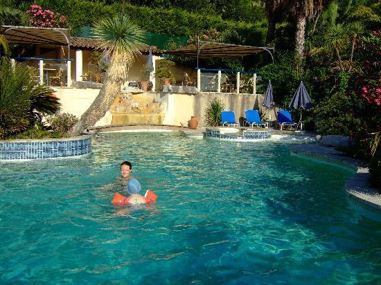 Hotel Royal Cottage: Vue piscine où Clémence, la petite, comme Camille, la grande, se sont éclatées...