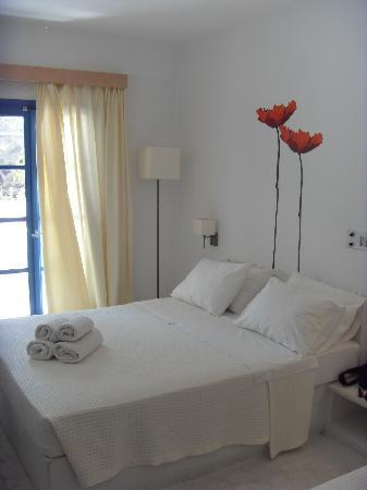 Hotel 28: room